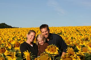 Mama_ellie_daddy_in_the_sunflower_field_2