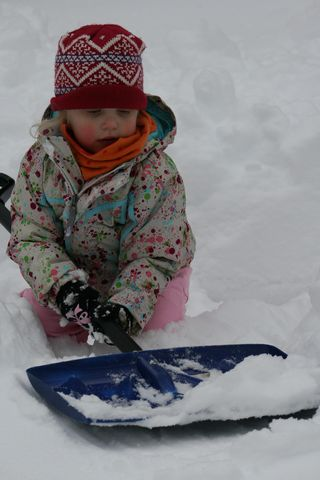 Ellie-getting-ready-to-play-in-the-snow