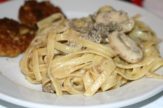 Fettuccine-alfredo-with-sausageandmushrooms